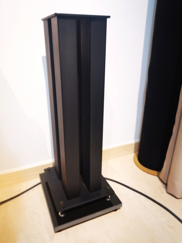 "24"" Metal Speaker Stand (Used) SOLD Img_2240"