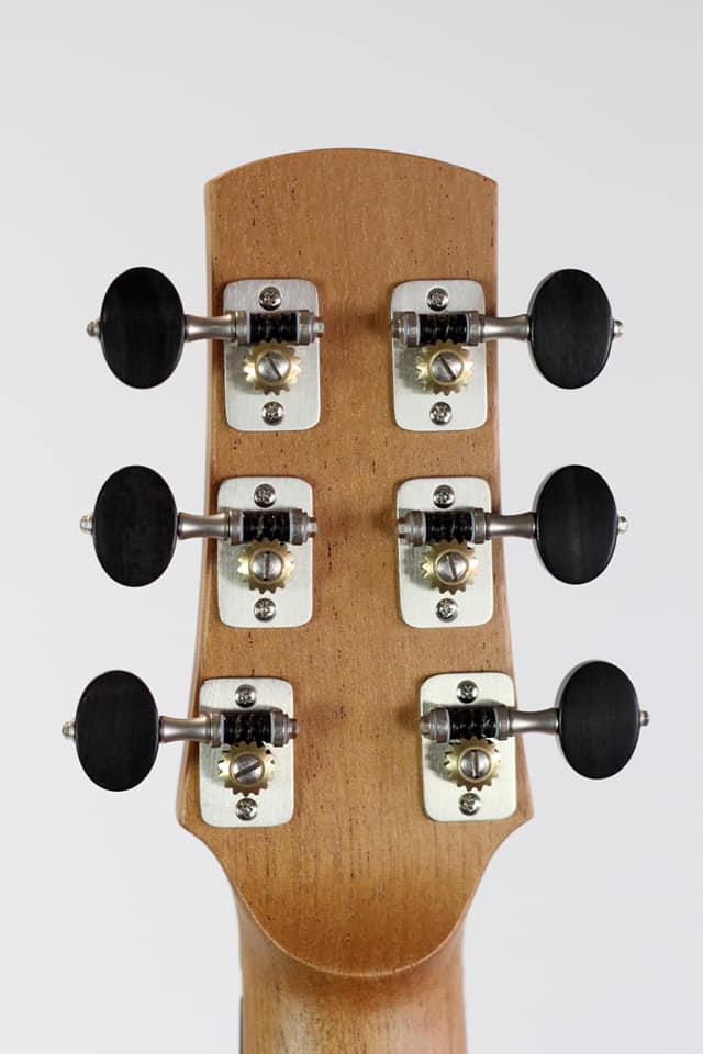 parlor du luthier espagnol David solé VENDUE - Page 4 Img_1710