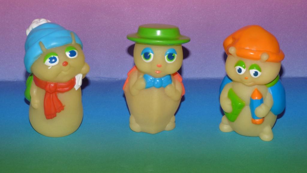 Les trésors de mon coffre à jouets ( et de brocantes :D ) - Page 4 P1350430
