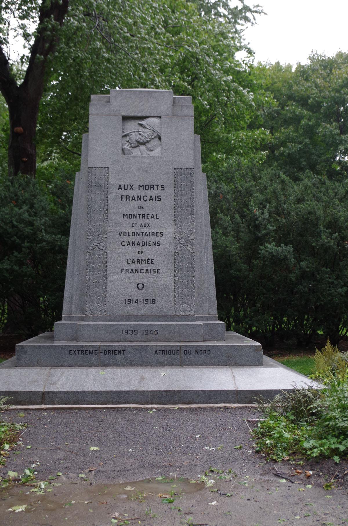 [Histoires et Histoire] Monuments aux morts originaux Français Tome 2 - Page 10 Imgp3910