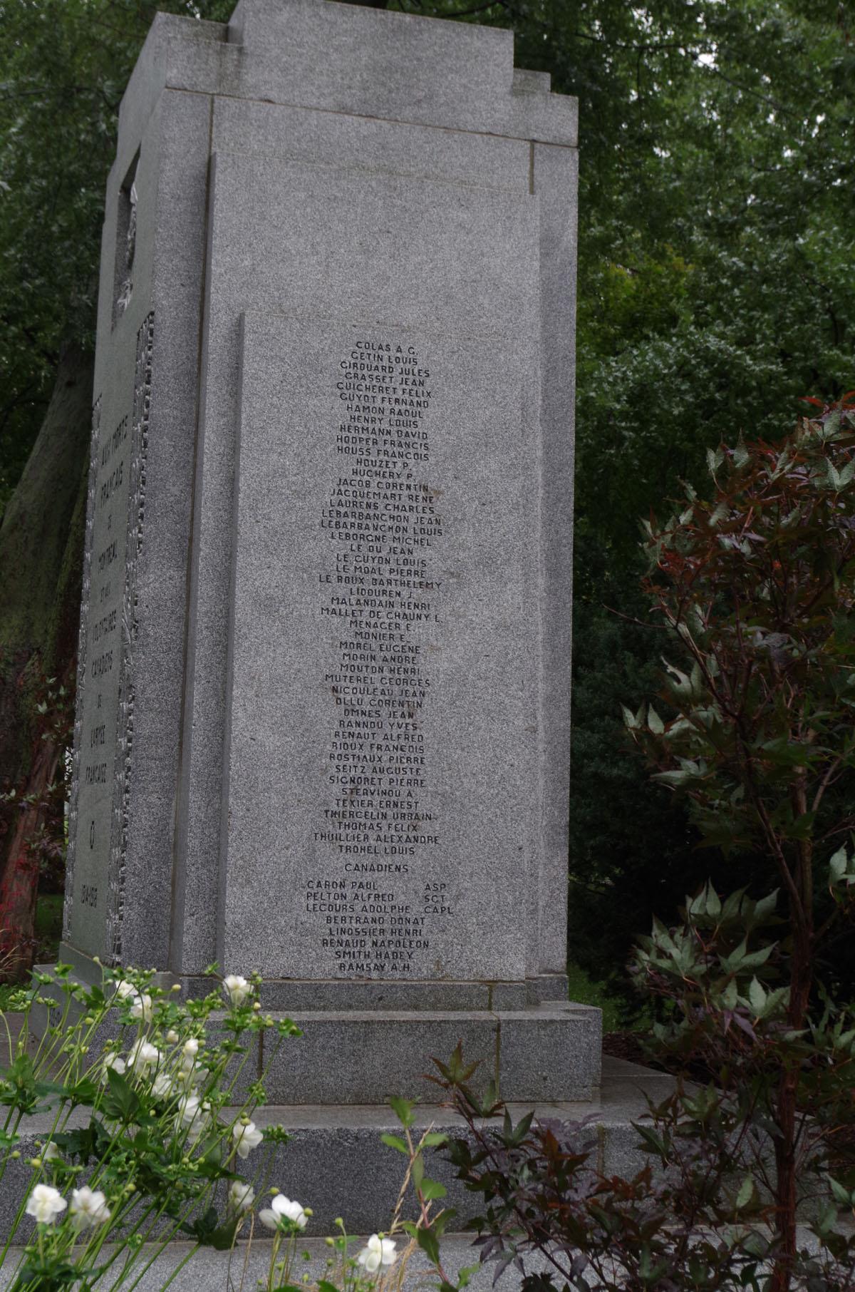 [Histoires et Histoire] Monuments aux morts originaux Français Tome 2 - Page 10 Imgp3911