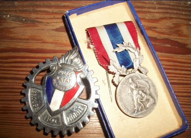 Quelques objets anciens de la police. Police10