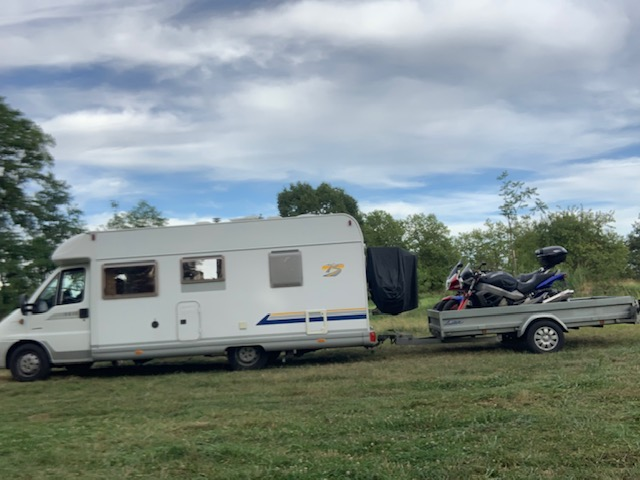 Projet de camping-car - moto embarquée - Page 3 Img_2810