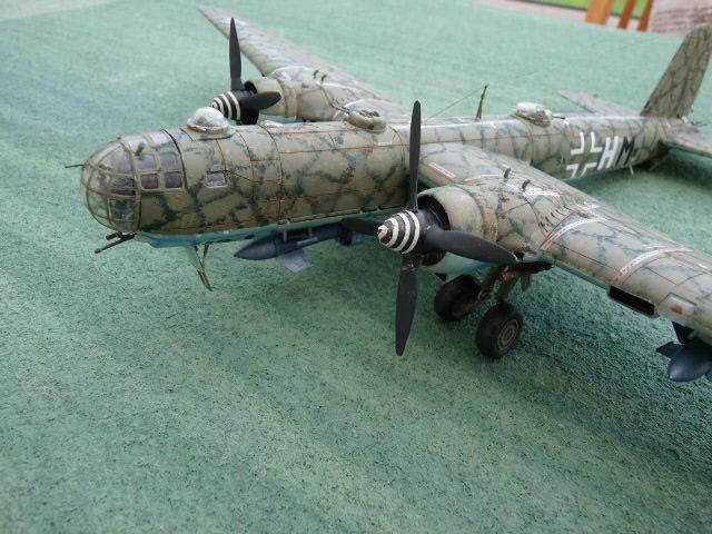 [Revell] Heinkel He 177 A-5 + Fritz X P1030122