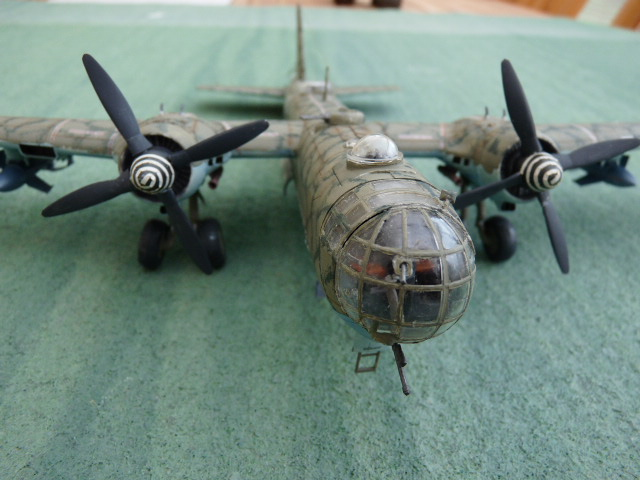 [Revell] Heinkel He 177 A-5 + Fritz X P1030124
