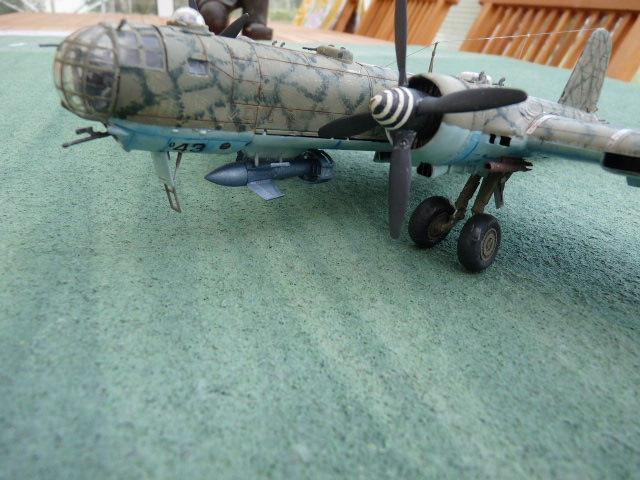 [Revell] Heinkel He 177 A-5 + Fritz X P1030125