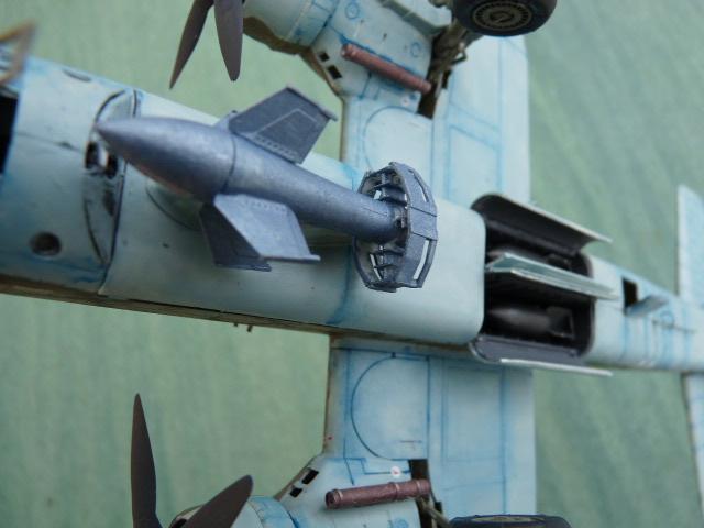 [Revell] Heinkel He 177 A-5 + Fritz X P1030130