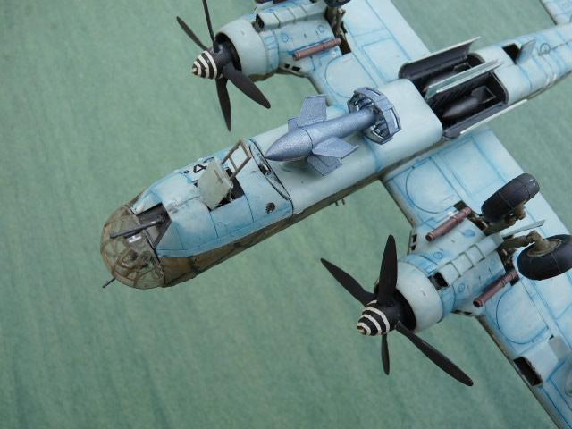 [Revell] Heinkel He 177 A-5 + Fritz X P1030133