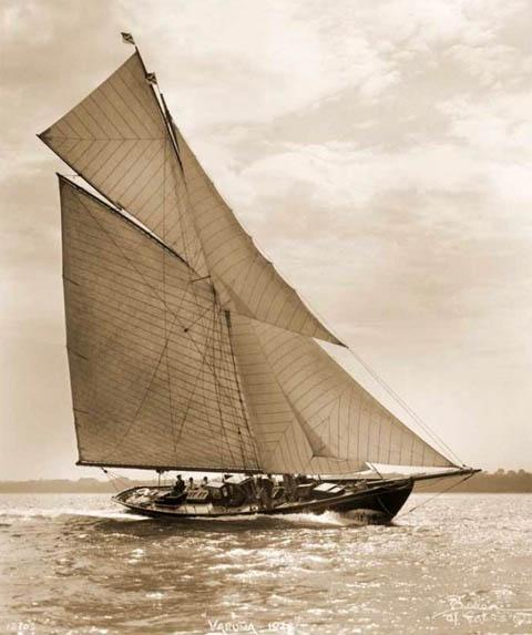 vele - costruzione di goletta, liberamente ispirata a piroscafo cannoniera del XIX secolo - Pagina 16 Varuna10