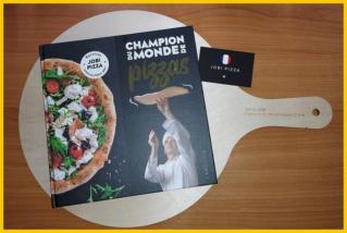 """""""CHAMPION DU MONDE DE PIZZAS"""" aux éditions LAROUSSE 20210518"""