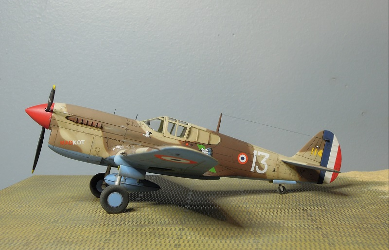P-40F -  1/72 Special Hobby - Tunisie 1943 - Page 2 E313