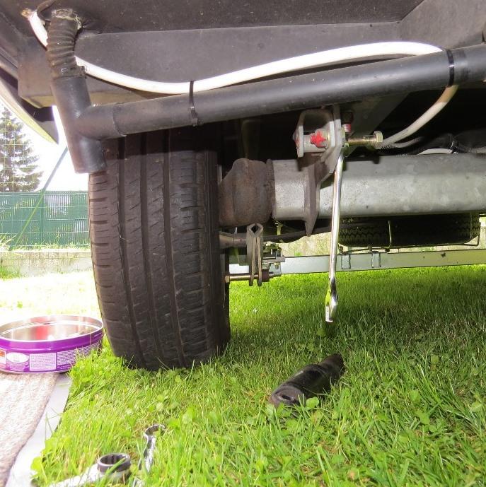 Remplacement amortisseur essieu TROLL 554 2007 Img_6316