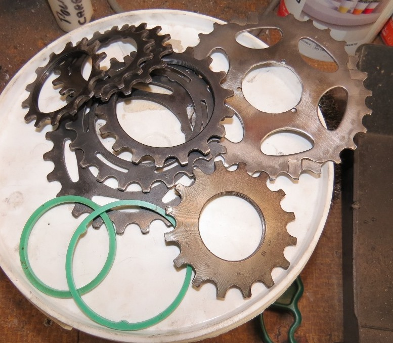 Réalisation d'un luminaire avec récup pièces de vélos Img_6334