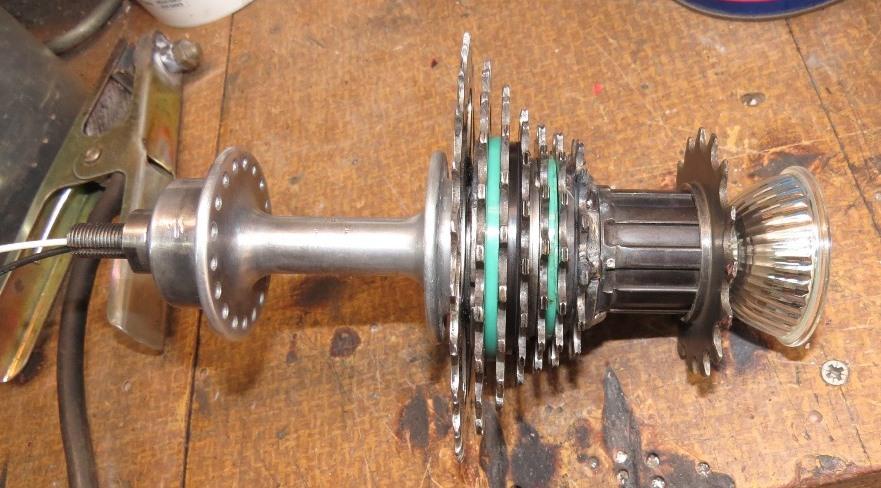 Réalisation d'un luminaire avec récup pièces de vélos Img_6351
