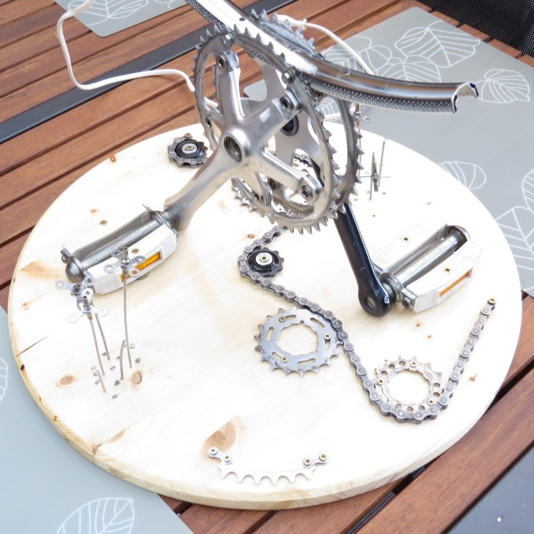 Réalisation d'un luminaire avec récup pièces de vélos Img_6426