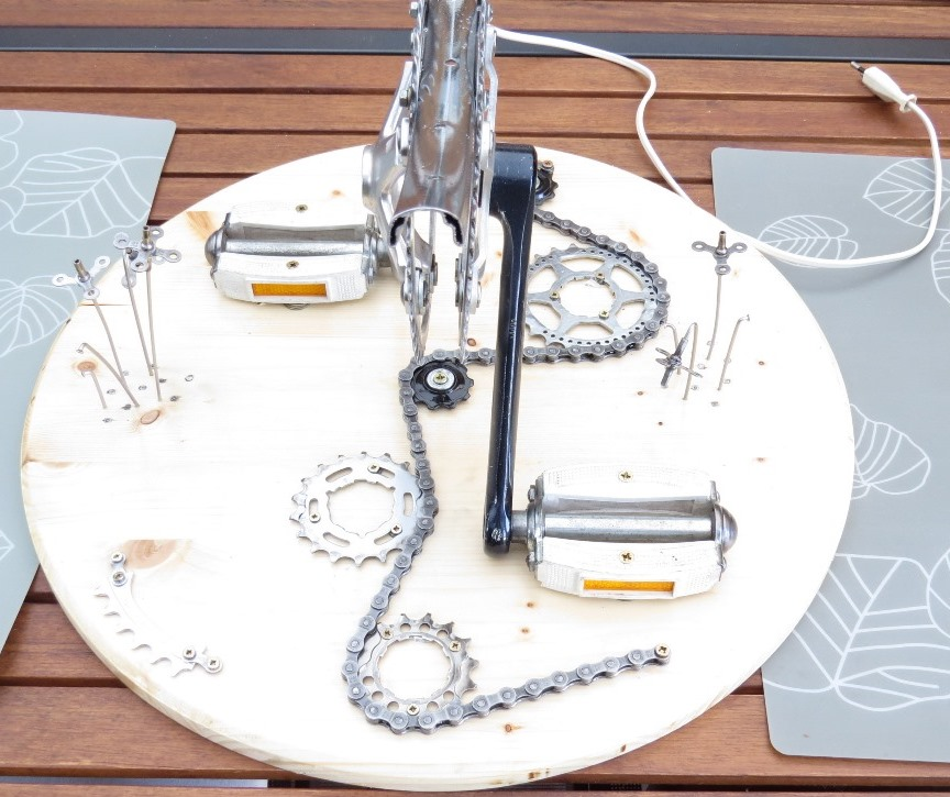 Réalisation d'un luminaire avec récup pièces de vélos Img_6427