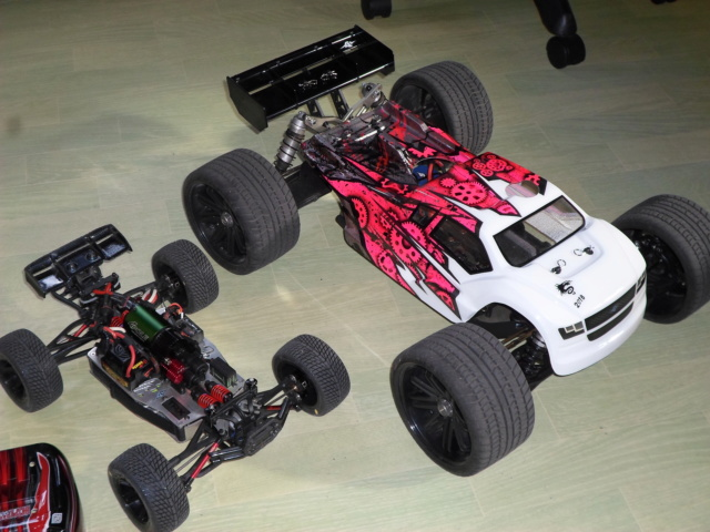 E-Revo's 1/16 Brushless 3S (380/540) - Page 22 Sam_7911