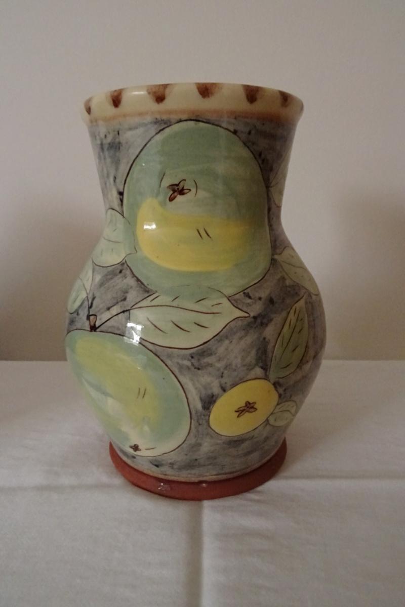 Fruity vase with ·AT· impressed maker's mark Dsc02016