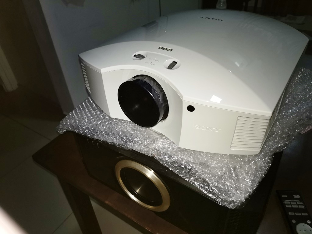 Sony VPL-HW40ES Projector With New Original Lamp Img_2095