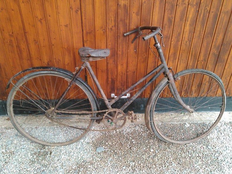 Bicyclette de dame inconnue Kimg1115
