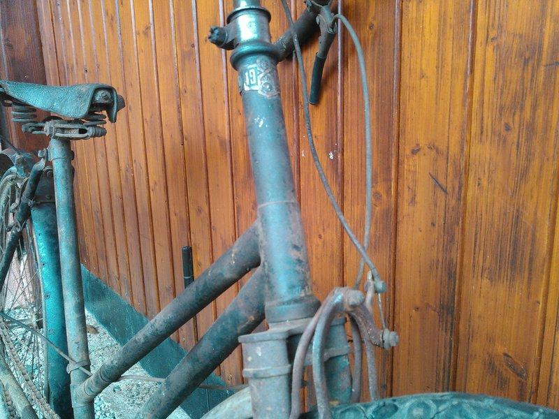 Bicyclette de dame inconnue Kimg1122