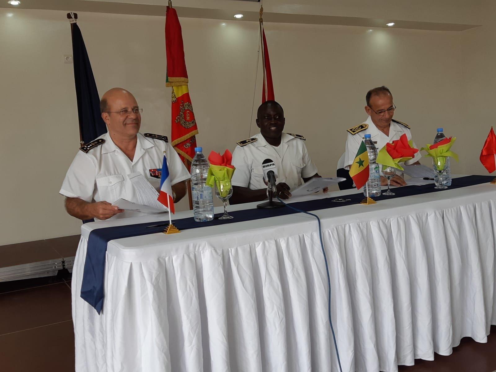 Informations et News sur la Marine Royale - Page 9 Efo_4411
