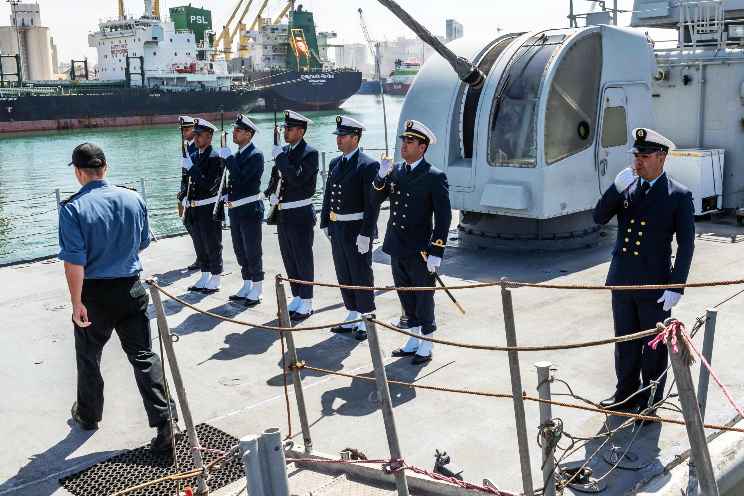 Royal Moroccan Navy Descubierta Frigate / Patrouilleur Océanique Lt Cl Errahmani - Bâtiment École - Page 4 Pr01-211
