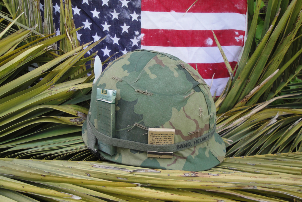 Casque US Vietnam de la 196th infantry brigade 129