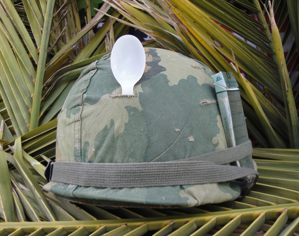 Casque US Vietnam de la 196th infantry brigade 1319