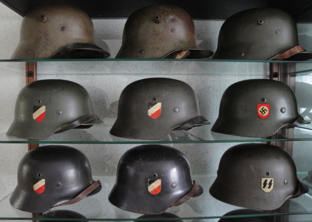 Casque Heer typique de la Wehrmacht - Page 3 Dsc07512