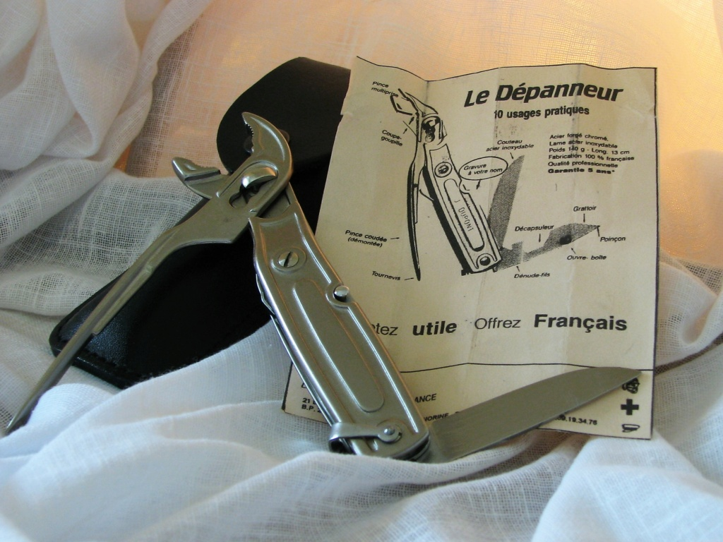 Couteaux pliants militaires réglementaires Français & Etrangers - Page 2 Dzopan12