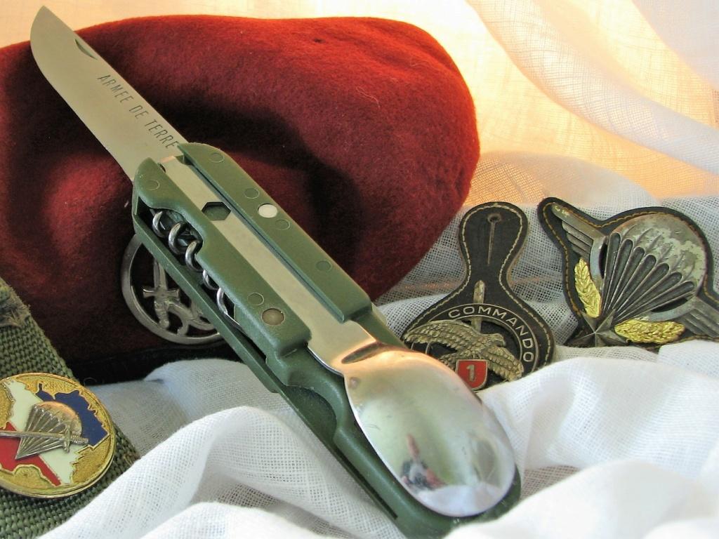 Couteaux pliants militaires réglementaires Français & Etrangers - Page 2 Img_7822