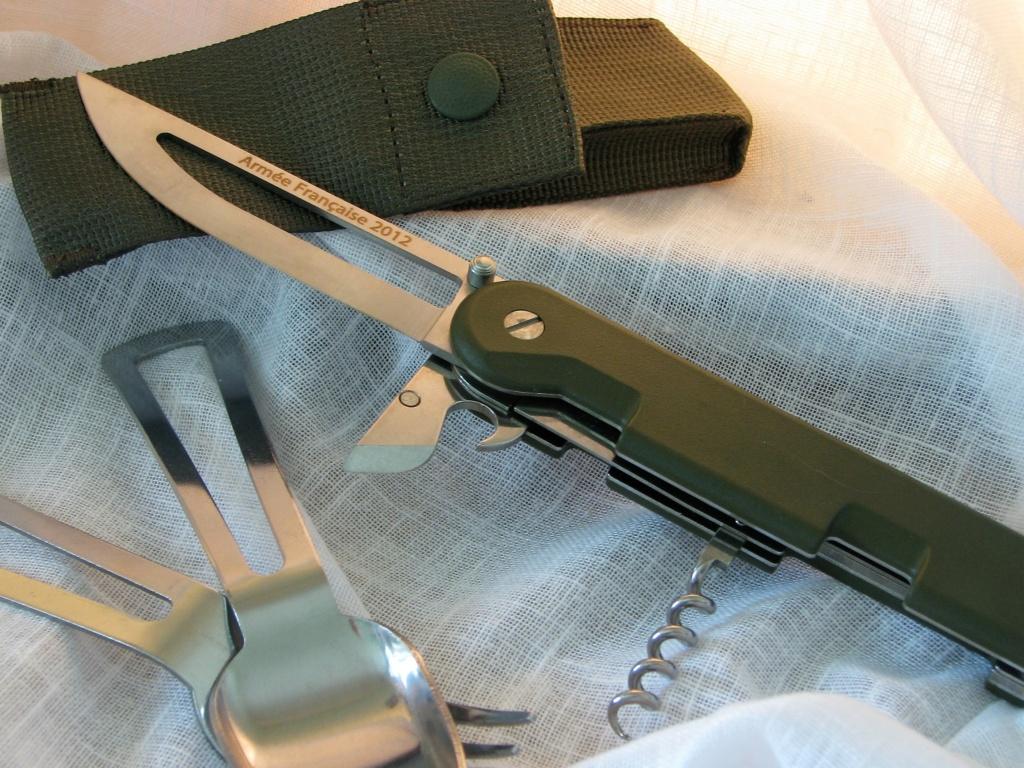 Couteaux pliants militaires réglementaires Français & Etrangers - Page 2 Img_7823