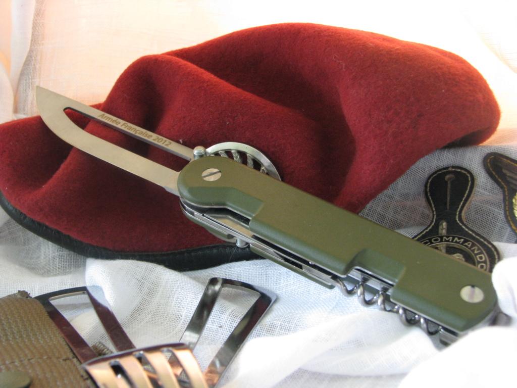 Couteaux pliants militaires réglementaires Français & Etrangers - Page 2 Img_7824