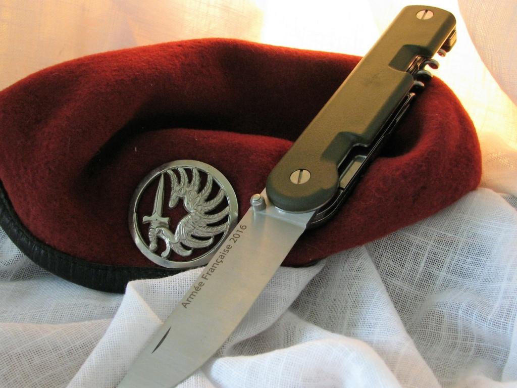 Couteaux pliants militaires réglementaires Français & Etrangers - Page 2 Img_7940