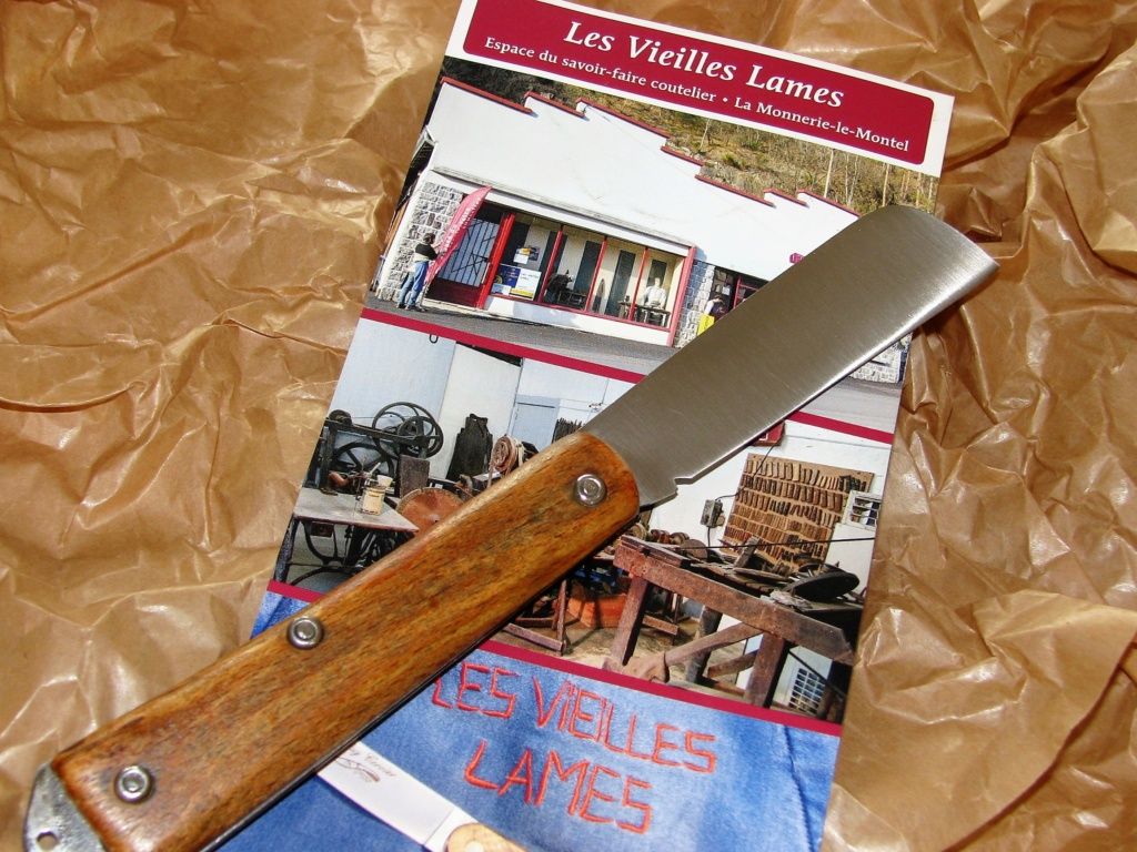 Couteaux pliants militaires réglementaires Français & Etrangers - Page 2 Img_8234