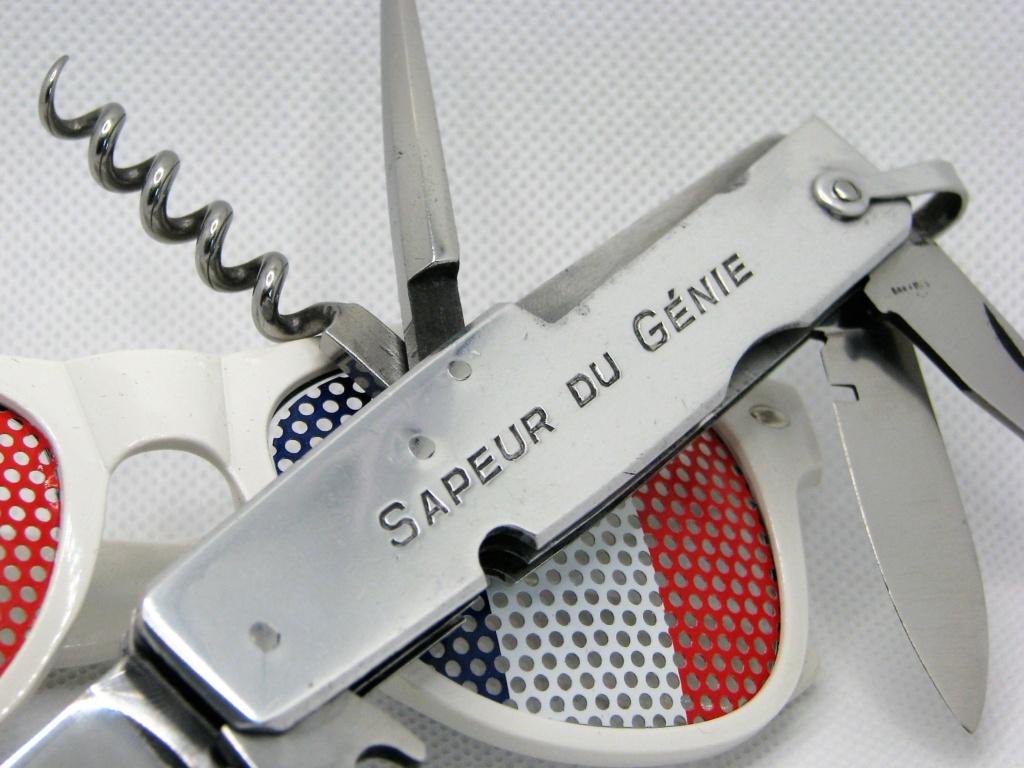 Couteaux pliants militaires réglementaires Français & Etrangers Img_8334