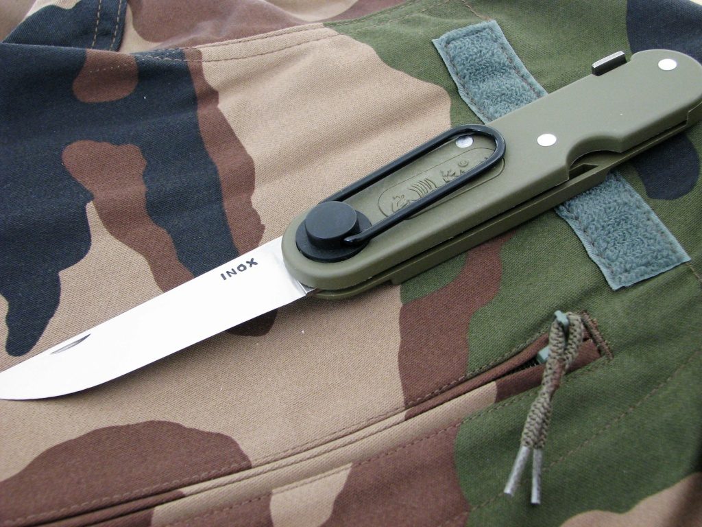 Couteaux pliants militaires réglementaires Français & Etrangers - Page 2 Img_8432