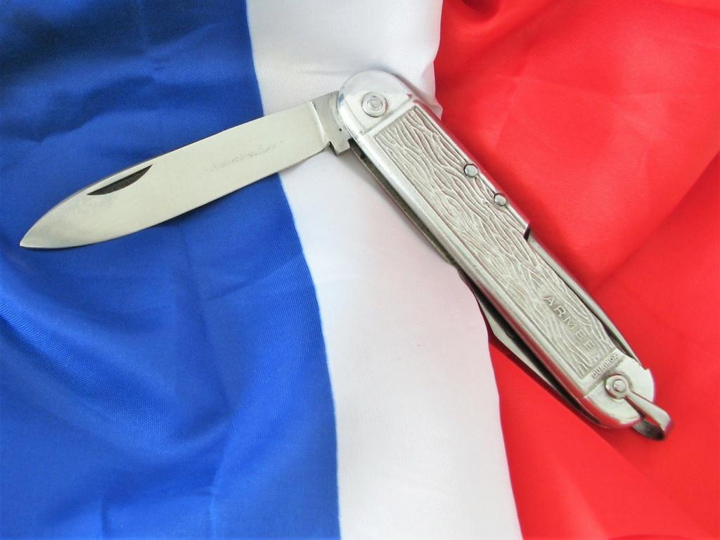Couteaux pliants militaires réglementaires Français & Etrangers - Page 2 Paquet15