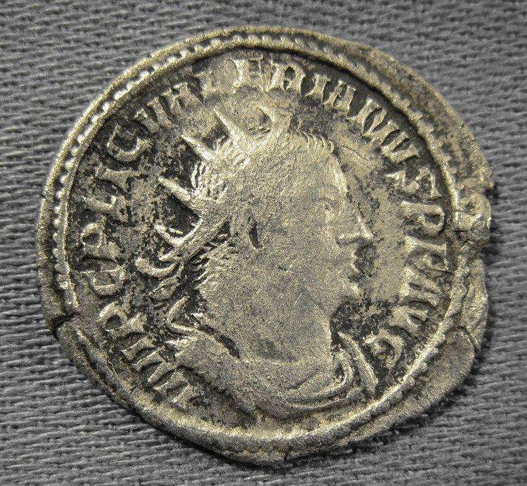 Identification d'une monnaie romaine Img_0116