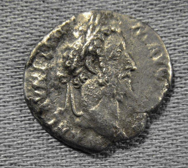 Identification d'une monnaie romaine Img_0118