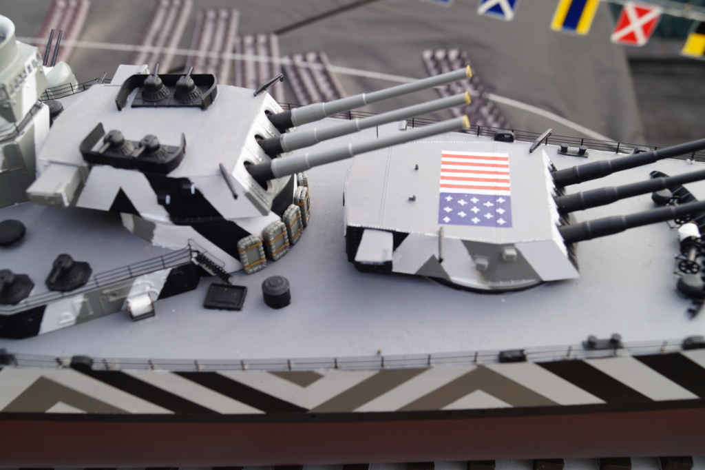 [Uchronie] USS Lake Michigan (base Iowa Trumpeter 1/200°) par hibikitokay - Page 10 Dsc00016