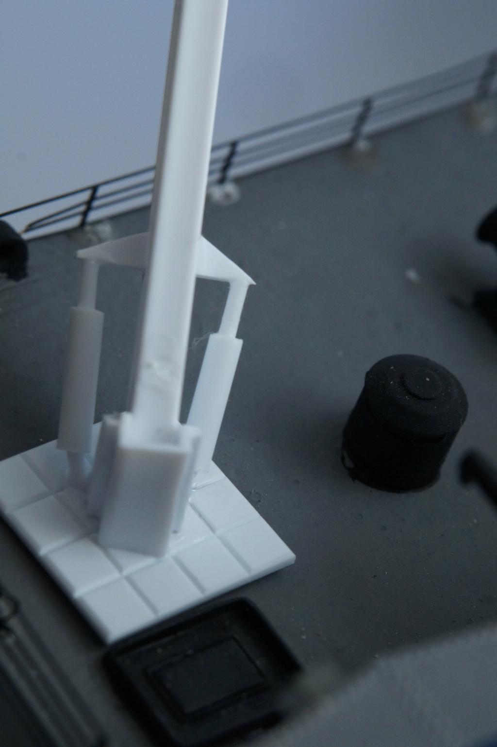 [Uchronie] USS Lake Michigan (base Iowa Trumpeter 1/200°) par hibikitokay - Page 10 Dsc00116