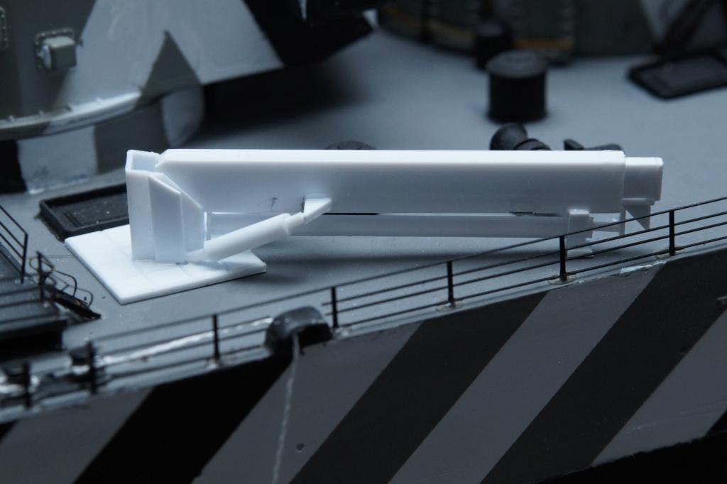 [Uchronie] USS Lake Michigan (base Iowa Trumpeter 1/200°) par hibikitokay - Page 10 Dsc00117