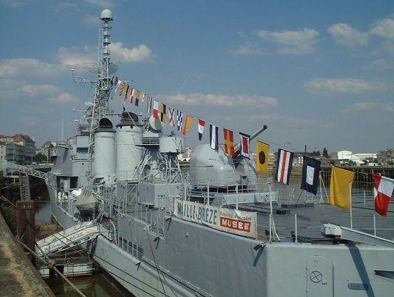 [Uchronie] USS Lake Michigan (base Iowa Trumpeter 1/200°) par hibikitokay - Page 9 Fb5c2710