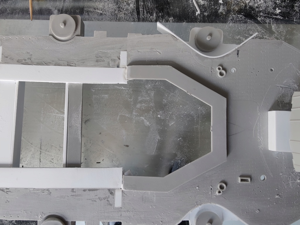 [Uchronie] USS Lake Michigan (base Iowa Trumpeter 1/200°) par hibikitokay - Page 4 Img_2023