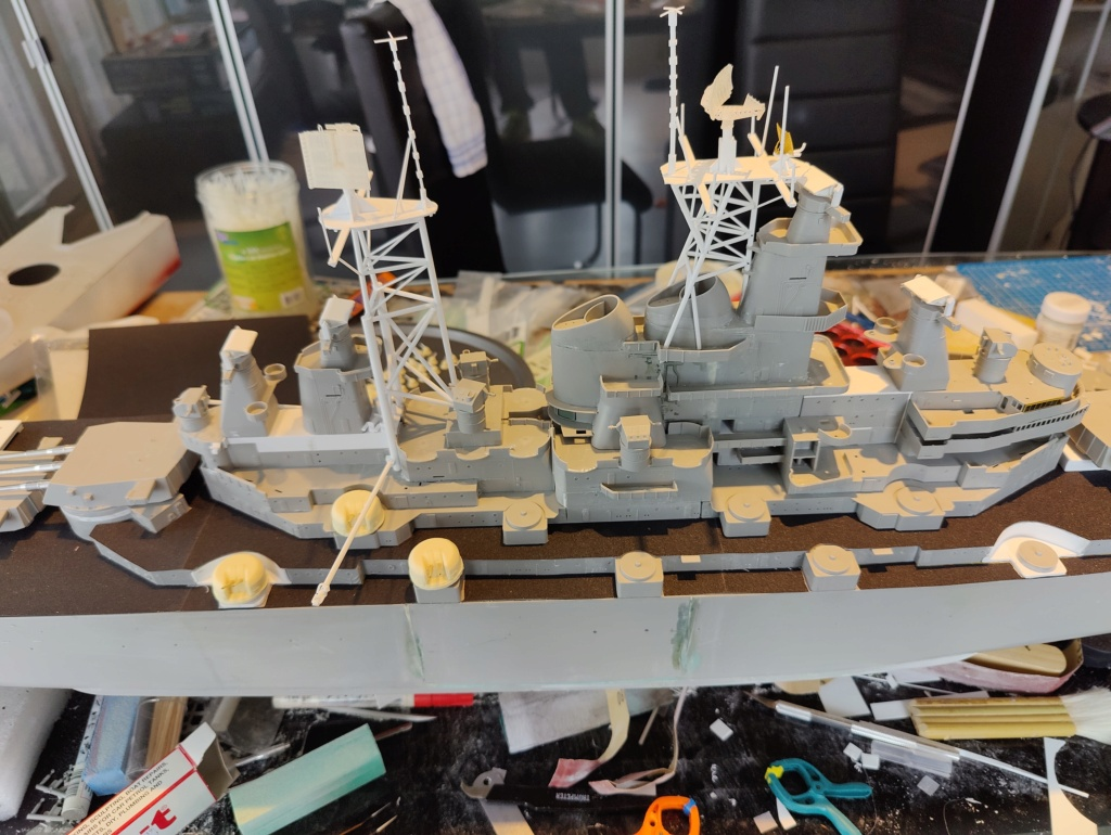 [Uchronie] USS Lake Michigan (sur base Iowa trumpeter 1/200°) par habikitokay - Page 5 Img_2055