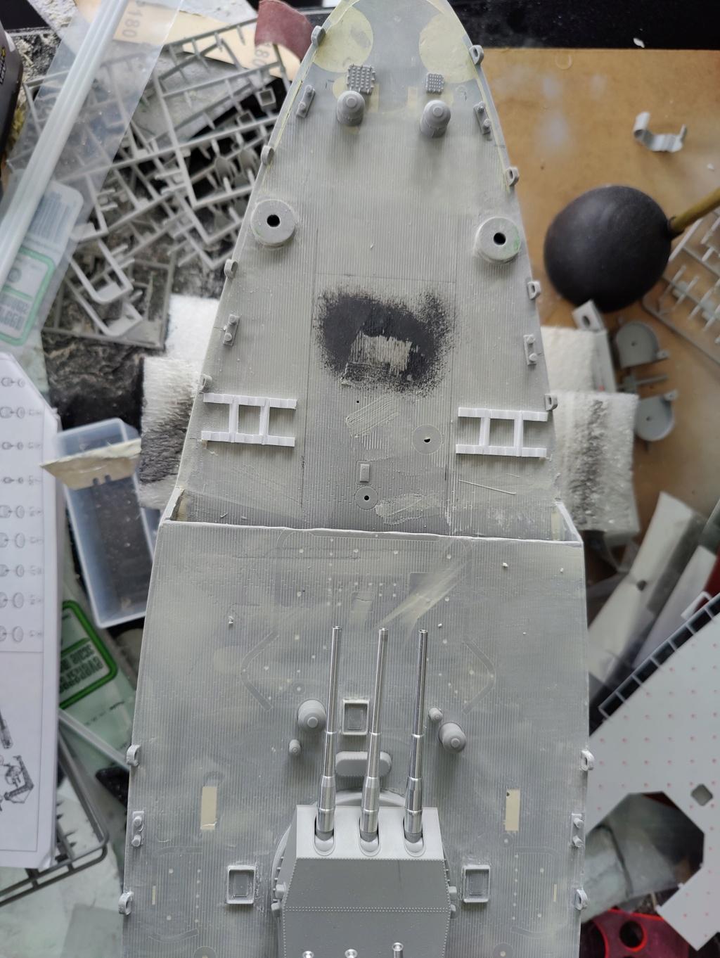 [Uchronie] USS Lake Michigan (sur base Iowa trumpeter 1/200°) par habikitokay - Page 5 Img_2069