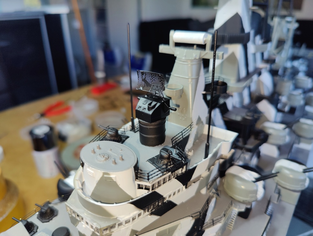 [Uchronie] USS Lake Michigan (base Iowa Trumpeter 1/200°) par hibikitokay - Page 8 Img_2137