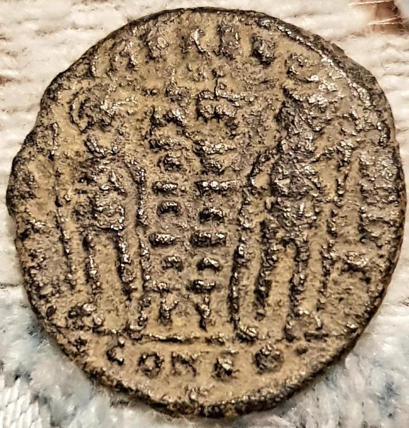 AE3/4 de Constantino II. GLORIA EXERCITVS. Arlés 20190220
